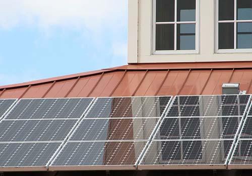 Pour vos panneaux solaires monocristallins, préférez la surimposition