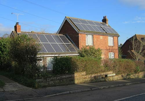 Nouvel'R Énergie vous explique quelles sont les démarches pour utiliser vos panneaux solaires en autoconsommation totale