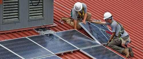 Installer des panneaux solaires hybrides demande un savoir-faire maîtrisé