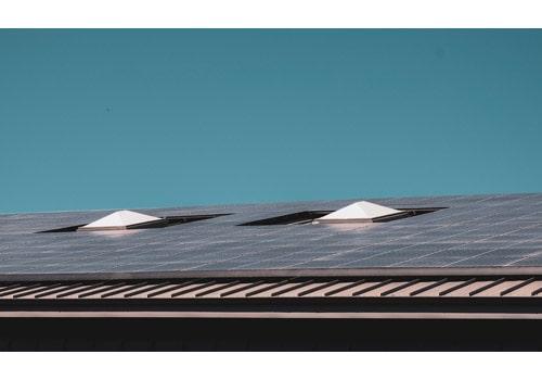 Une installation photovoltaïque fonctionne grâce à un onduleur.