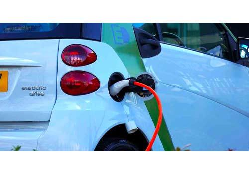 Vous pouvez charger votre voiture électrique avec vos panneaux solaires.