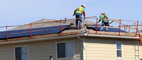 L'habilitation travail en hauteur est obligatoire pour un technicien photovoltaïque