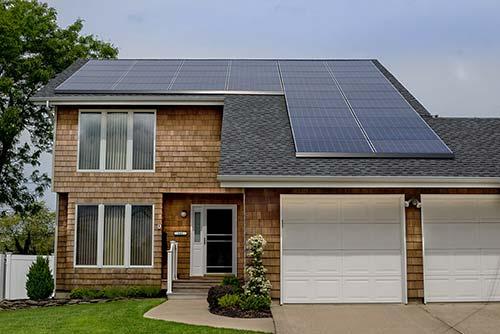 La superficie de panneaux solaires pour remplacer un réacteur est de 55 km2.