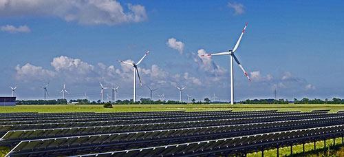 Remplacer les centrales nucléaires par des panneaux solaires est un défi compliqué.