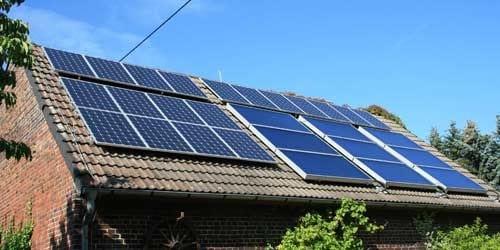 Découvrez quelles sont les aides de l'état pour chauffer votre piscine avec des panneaux solaires.