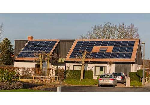 Nouvel'R Énergie vous explique combien de panneaux solaires installer pour charger sa voiture.