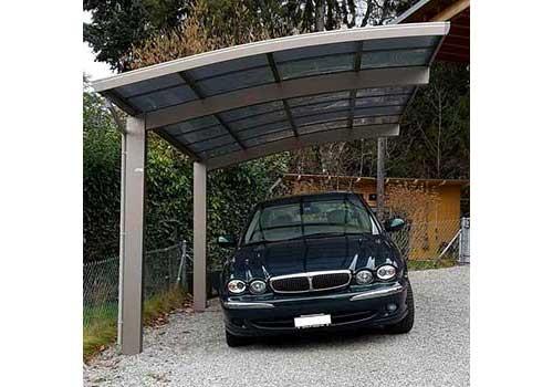 Découvrez le prix d'un abri de voiture équipé de panneaux solaires.