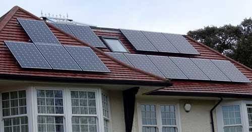 Les panneaux photovoltaïques permettent de chauffer une piscine