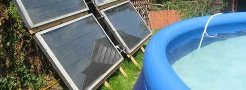 Les capteurs solaires plans vitrés permettent de chauffer une piscine