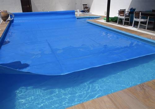 La bâche protège votre piscine d'une déperdition de chaleur trop importante