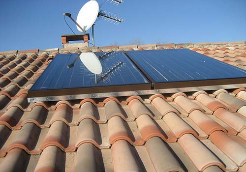 Bénéficiez des aides de l'État pour l'installation de panneau solaire pour eau chaude.