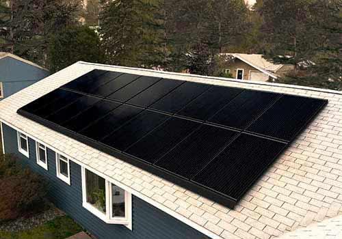Les cellules photovoltaïques sont noires ou bleues