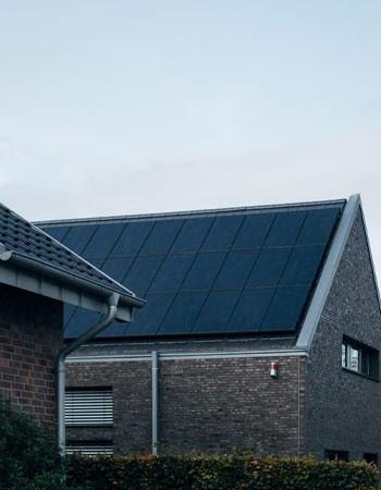 Les panneaux aérovoltaïques récupèrent la chaleur du soleil..