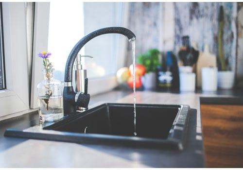 L'eau douce est conseillée pour nettoyer vos modules.