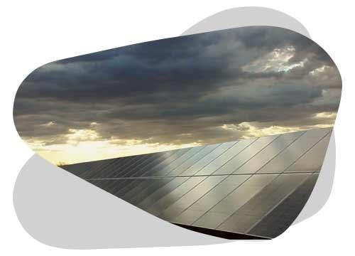 Le rendement d'un panneau solaire peut se calculer avec trois formules.