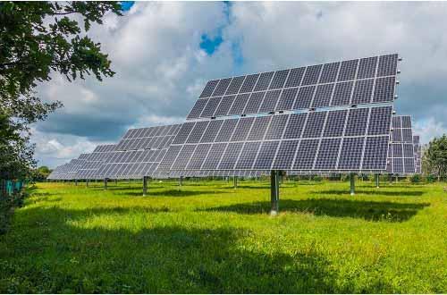 Le tracker solaire permet aux agriculteurs une meilleure production d'électricité.