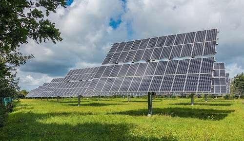 Les centrales à tracker solaire suivent le soleil