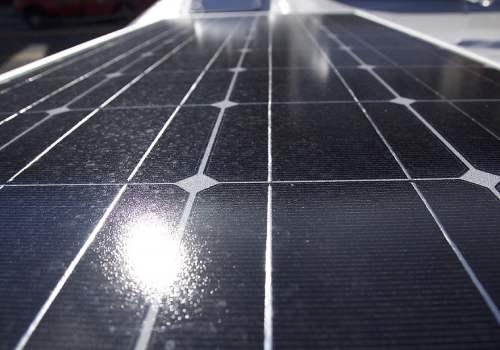 Un panneau solaire plug and play ne permet pas d'alimenter toute une maison