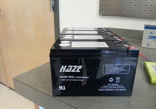 La batterie accumulateur permet de stocker de l'énergie.