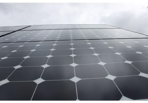 Le panneau solaire amorphe a une durée de vie d'environ 10 ans.
