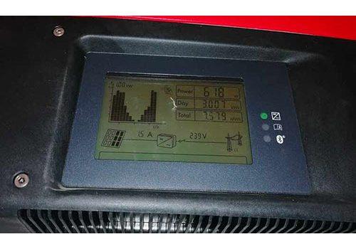 La première étape du paramétrage wifi de l'onduleur est sa mise en route.
