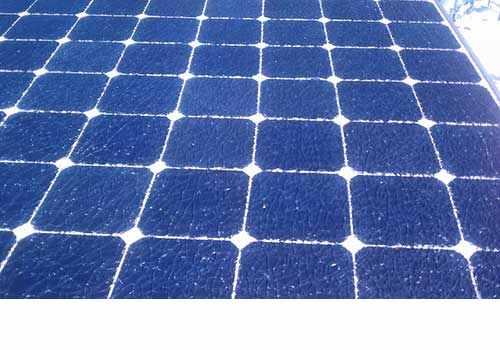 La grêle peut causer des dégâts sur un panneau solaire