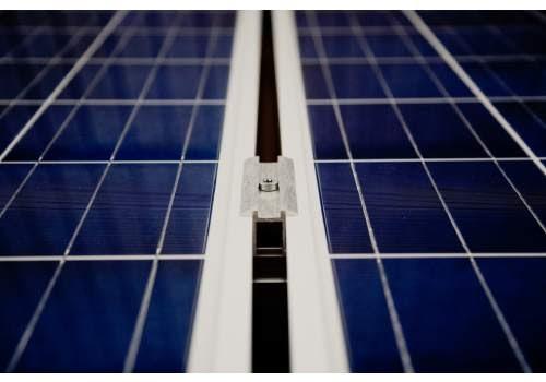 Le kit solaire autonome permet de produire de l'électricité.