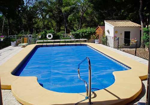 La pompe à chaleur peut chauffer une piscine creusée.