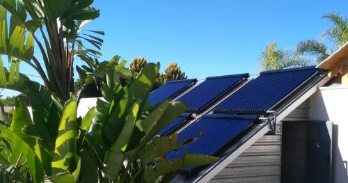 Le panneau solaire thermique permet de produire de l'eau chaude.