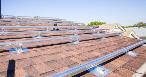 Les panneaux solaires surimposés produisent plus d'électricité.