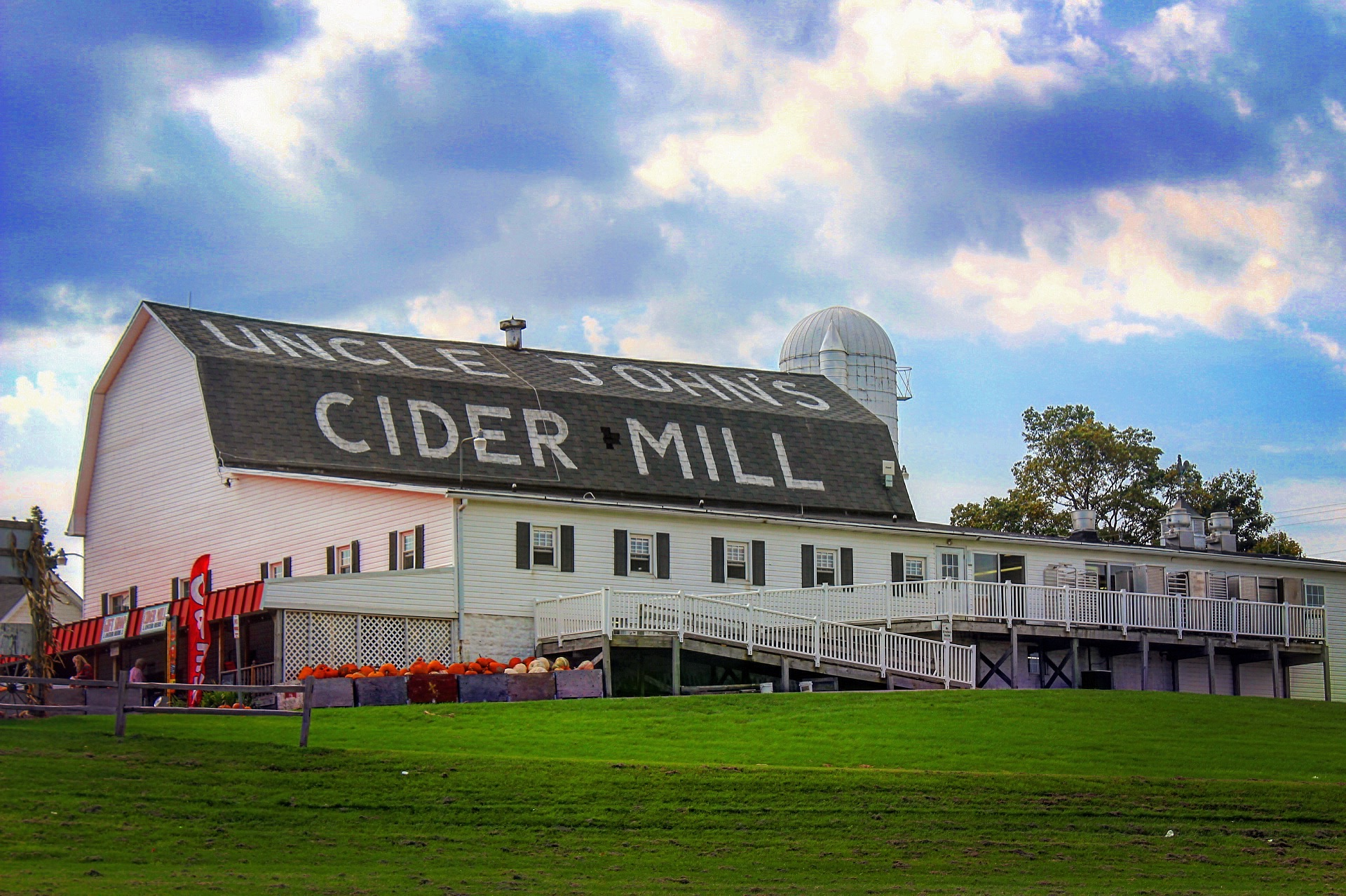 Uncle John's Cider Mill Barn Early Day
