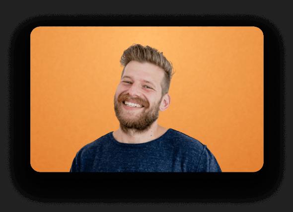 Man interviewer ScreenLoop