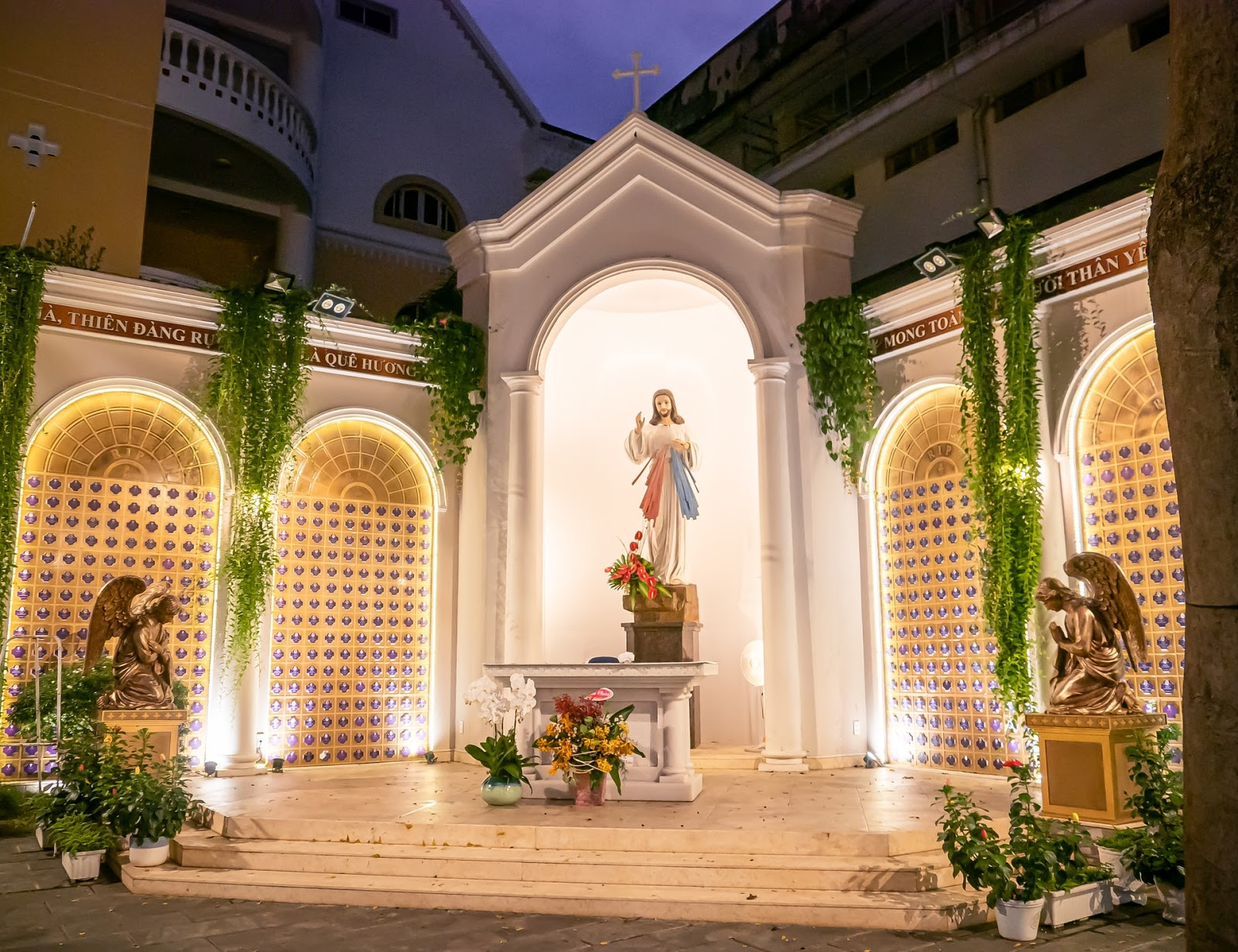 outdoor alter with a statue of Jesus