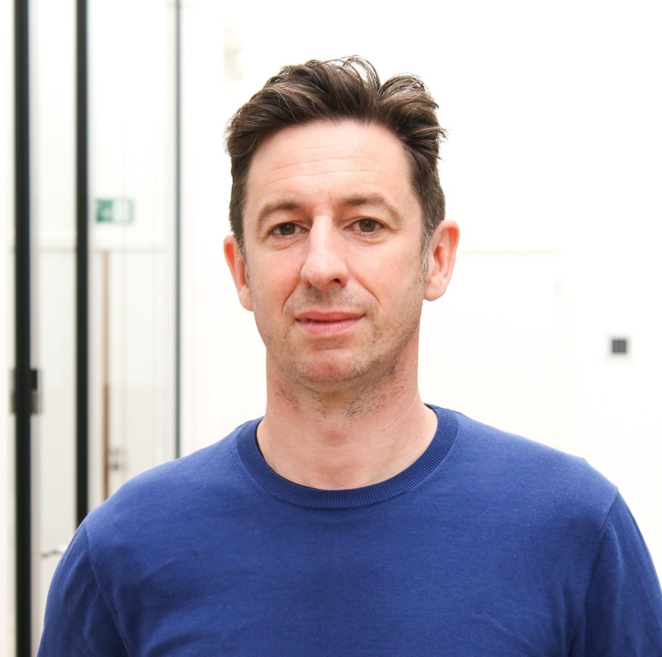Profielfoto van Henk met donkerblauwe trui.