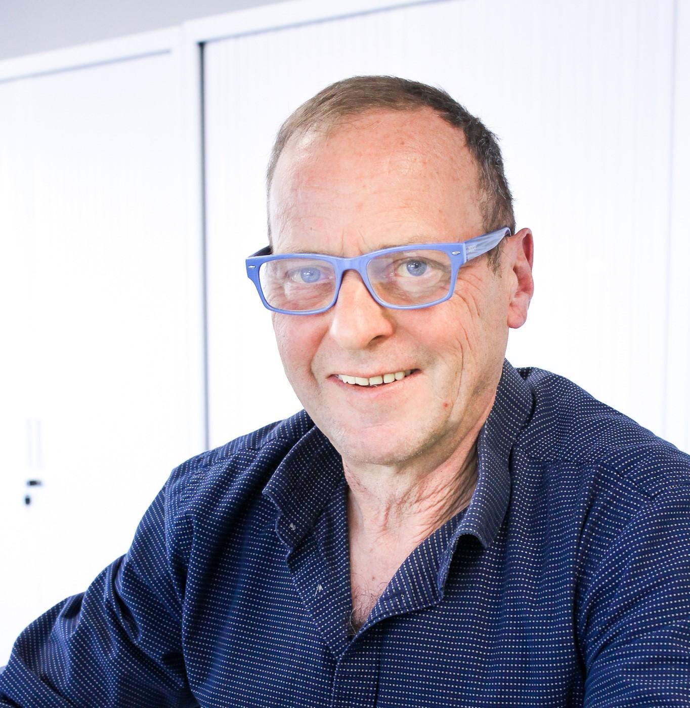 Foto van Geert Elebaut met donkerblauw hemd.