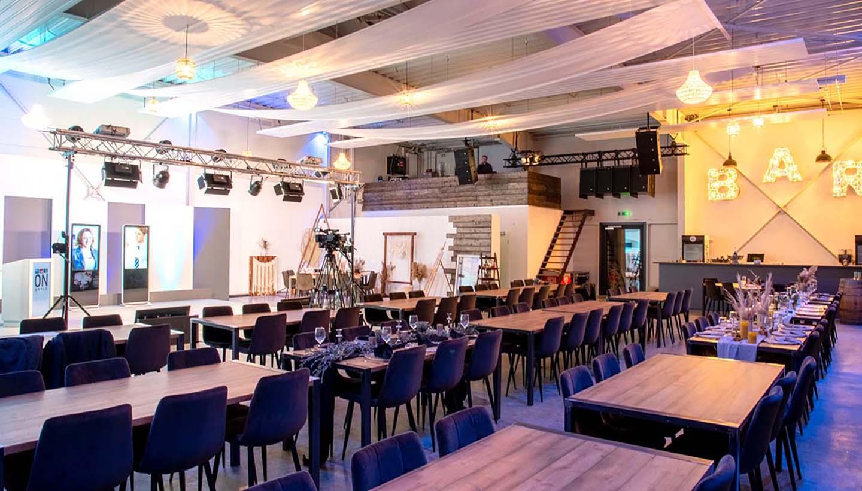 Veranstaltungsraum Urban Industrial mit Übertragungstechnik von Epple und Bühne
