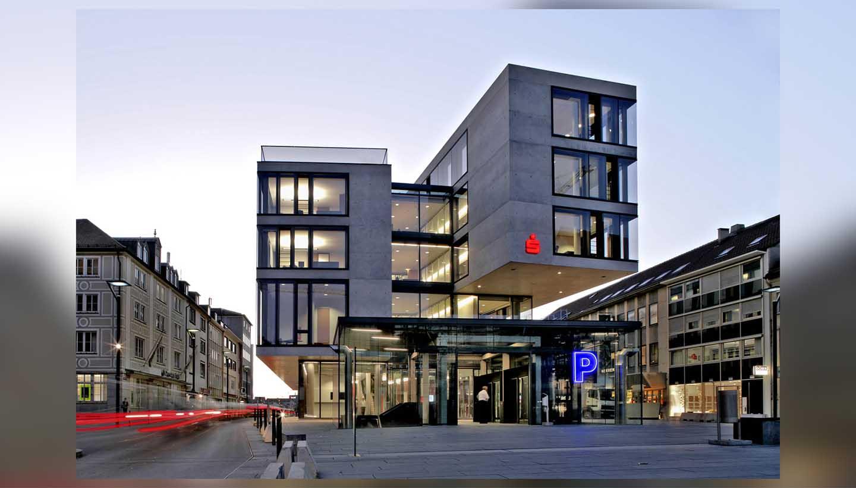 Frontansicht Gebäude Sparkasse Ulm