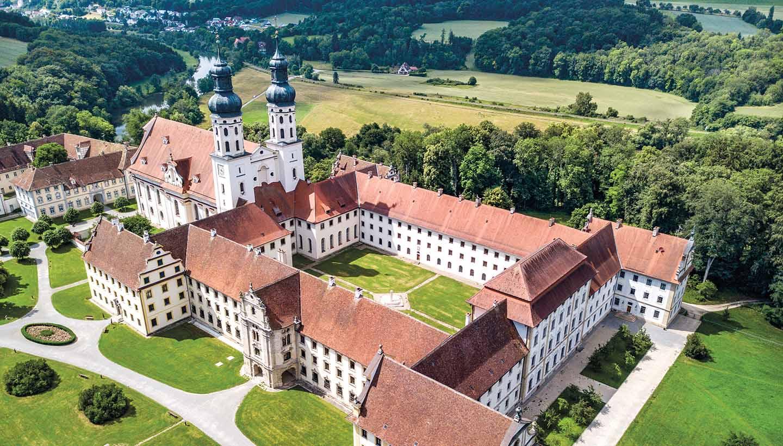Die barocke Klosteranlage Obermarchtal aus der Vogelperspektive