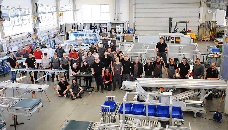 Mitarbeiter von SCHUMA in der Produktionshalle