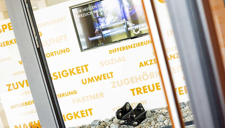 Eingangsbereich von Henle mit Display