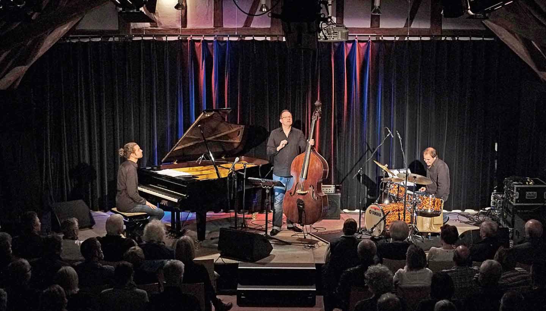 Jazztrio auf der Bühne