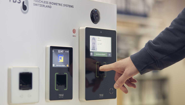 Zugangskontrollsystem erfasst Fingerabdruck