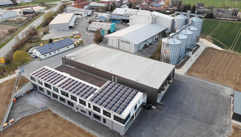Luftaufnahme des Betriebsgeländes der LEHNER Agrar GmbH