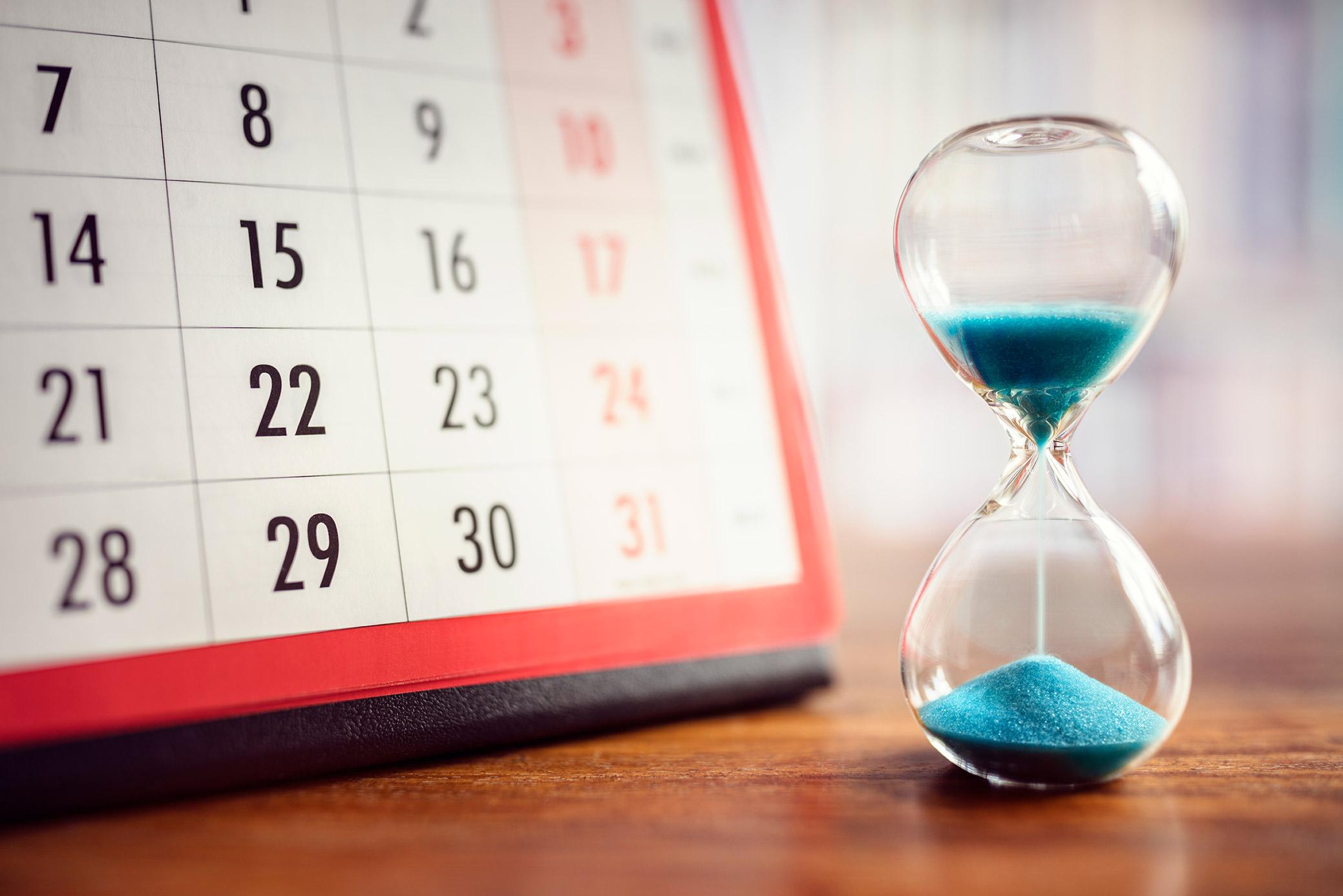 Hourglass and calendar