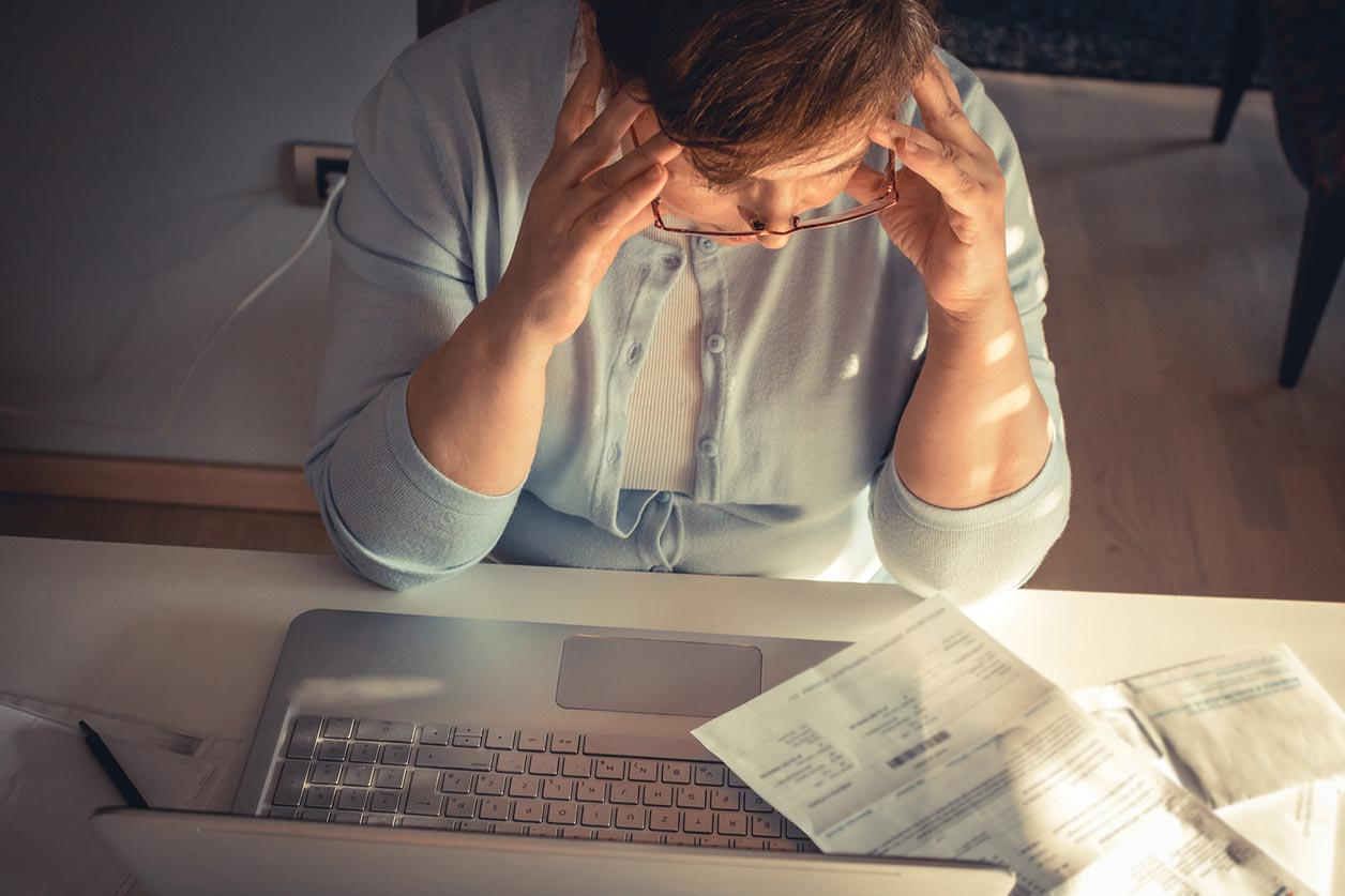 Crunch - Image of someone struggling with bookkeeping - The value of bookkeeping software for small businesses