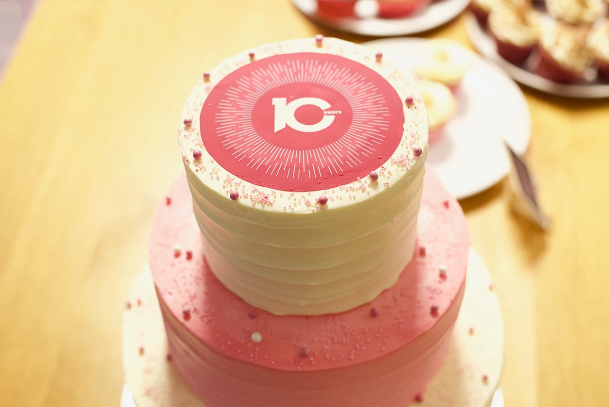 It's our 10-year anniversary! - Image of the Crunch 10 anniversary cake
