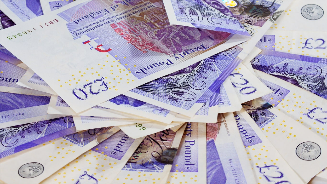 I've been overpaid! What should I do?. Image of dozens of £20 notes