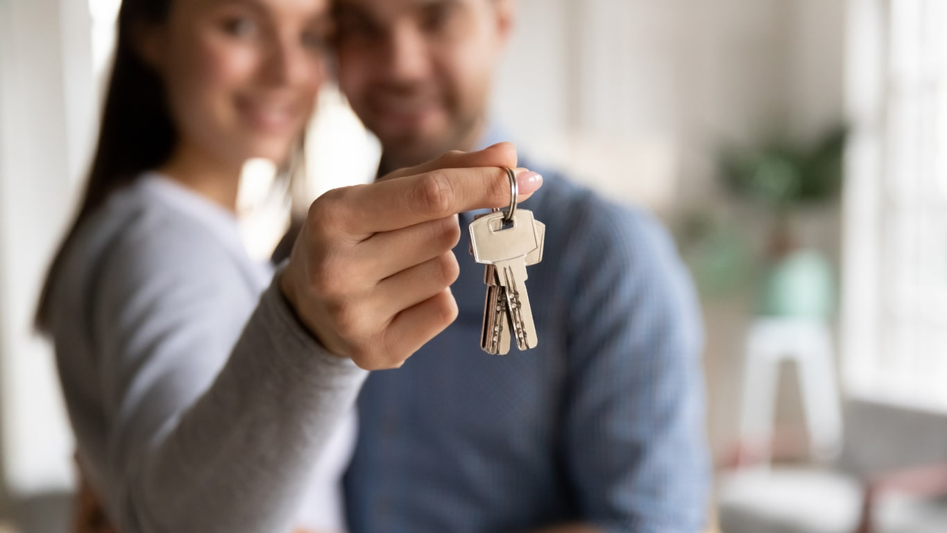 Self-employed mortgages: Speak to Crunch Mortgages and get a YES first time!, image of a couple with their house keys | Crunch
