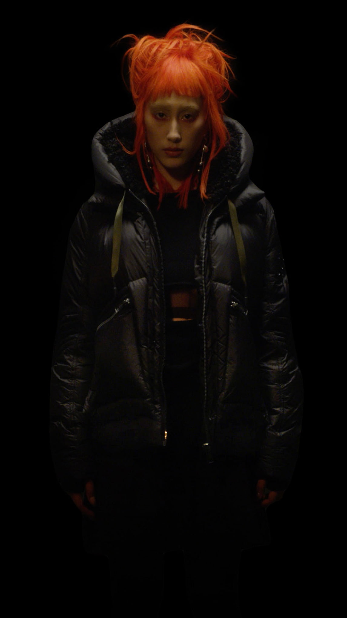 Participation and utilitarianism blend cohesively with the lightweight weather resistant fabrication featured on the women's Ottawa jacket. The enhanced fit allows for optimum wearability, paired with panelling and a supportive hood; creating a meta external piece of outerwear. Including thumb hole cuff detailing, back harness straps and interior waist fastening, which overall produces a protective and intelligent layer.