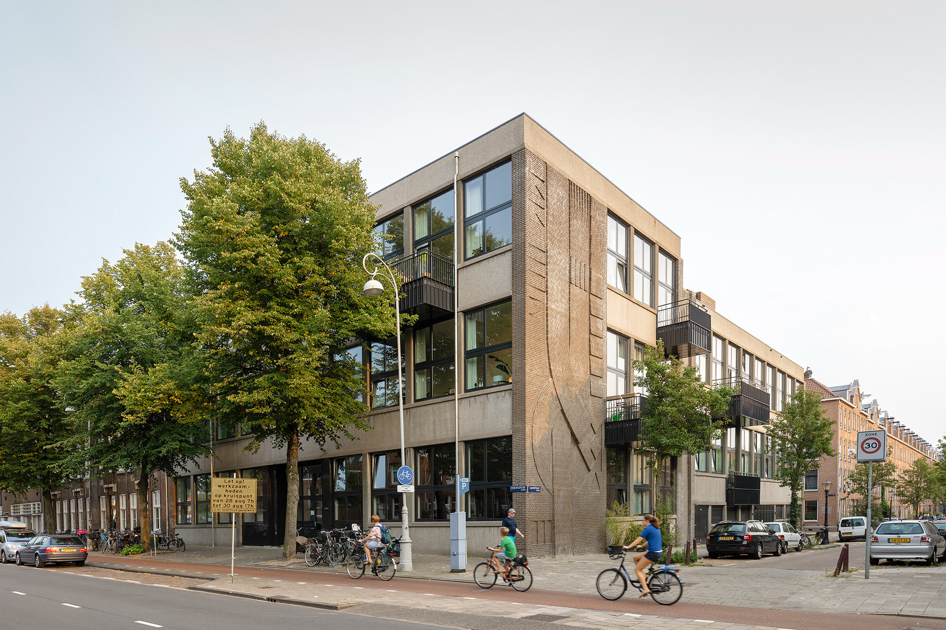 ZEE Smartlofts is about honouring the old while celebrating the new; it's about connecting self-expression and community. In collaboration with a building group composed of fourteen households, we transformed the Oude Modeschool, a former fashion school building in the east of Amsterdam, into twenty-five Smartloft apartments. While the infill of each of these apartments is unique, designed by the people living in them, residents are connected via shared spaces they helped design.